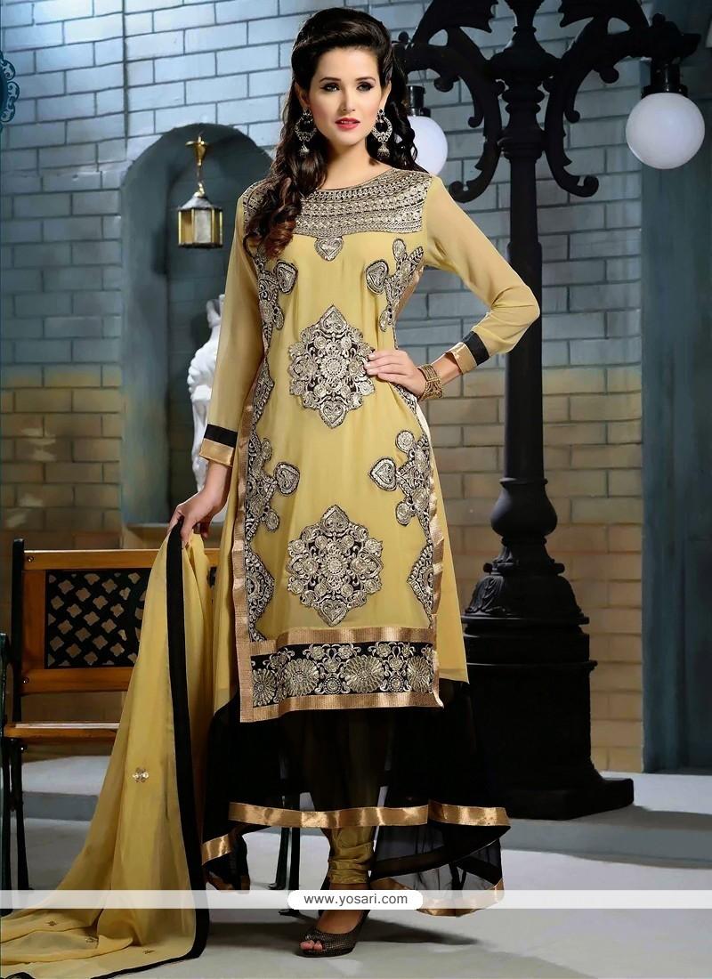 Bedazzling Cream And Black Zari Anarkali Suit