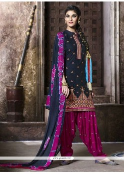 Impeccable Lace Work Black Punjabi Suit
