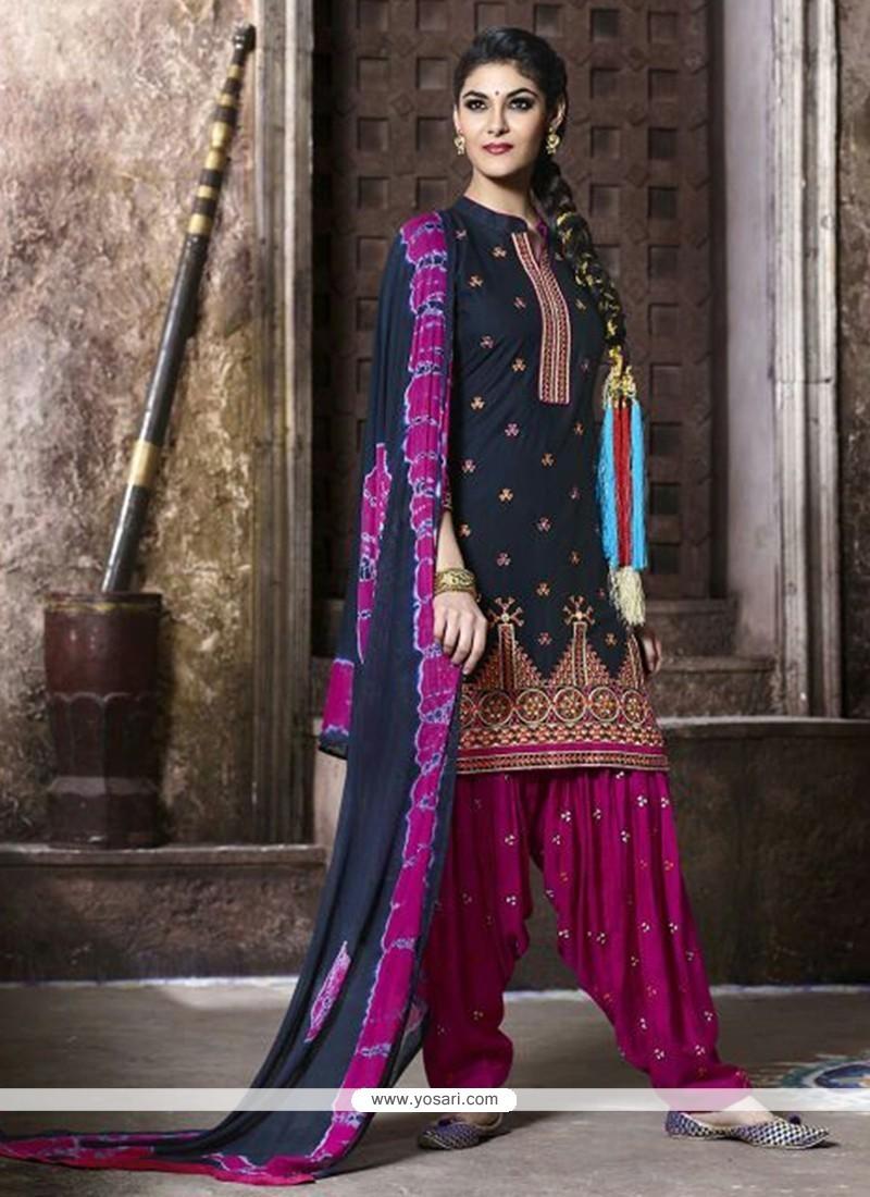 Impeccable Lace Work Black Punjabi Suit
