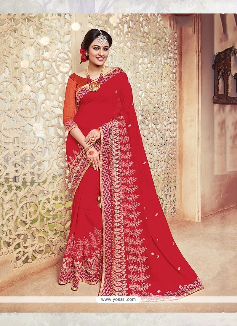 Eye-catchy Patch Border Work Traditional Saree
