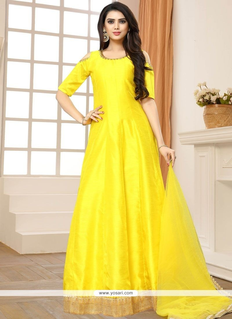 How to wear a yellow dress in the floor